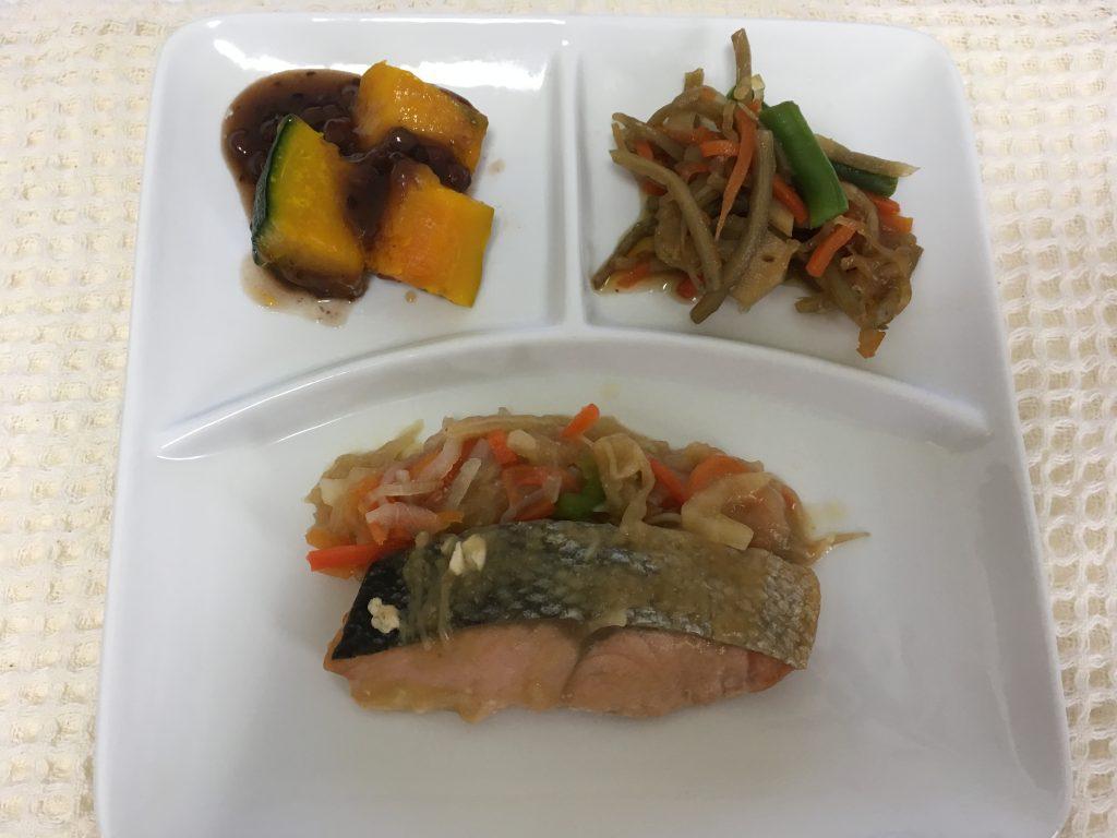 おまかせ健康三彩 鮭のちゃんちゃん焼き(皿移し)
